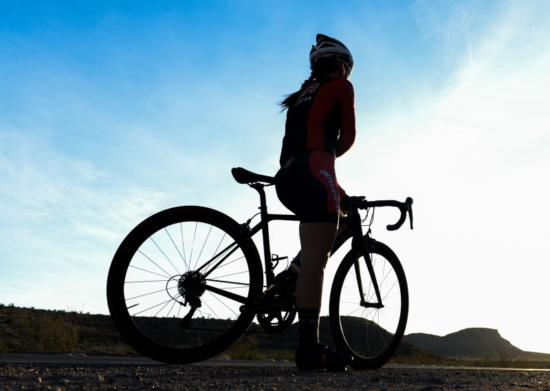 bicycle-rider-1107345_1920